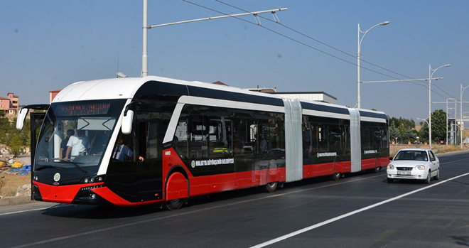 Malatya'da kullanılan yeni modern bir trambüs